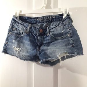 Mid Wash Distressed Shorts Size 0 - American Eagle